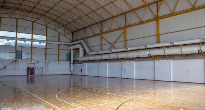 """Ολοκληρώνονται οι εργασίες στο κλειστό γήπεδο """"Μάνος Λοΐζος"""""""