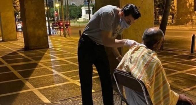 Tρεις κουρείς βγήκαν στους δρόμους της Αθήνας και περιποιήθηκαν άστεγους