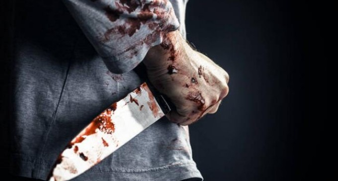 Άνδρας σκότωσε τη μητέρα του – Μαχαίρωσε και την αδελφή του – Διασωληνωμένος ο δράστης