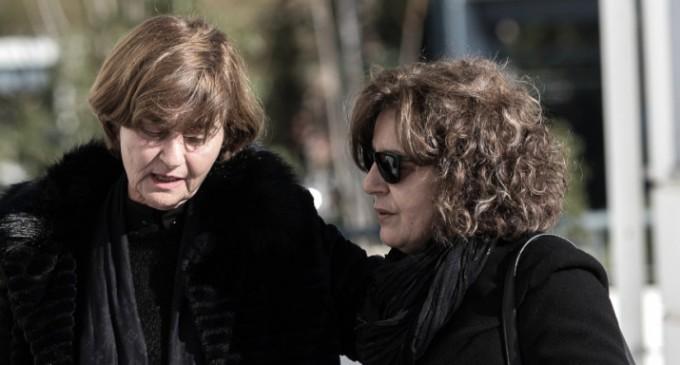Το συγκινητικό μήνυμα της μητέρας Τοπαλούδη στη Μάγδα Φύσσα: «Μας πήραν τις ζωές, μάνα κράτα γερά»