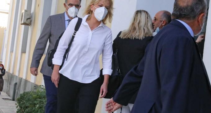 Μάτι: Ελεύθερη χωρίς όρους η Ρένα Δούρου μετά από 12ωρη απολογία