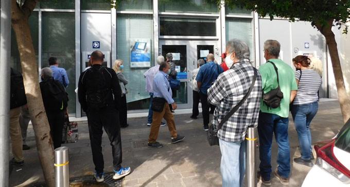 Μεγάλος συνωστισμός στις τράπεζες
