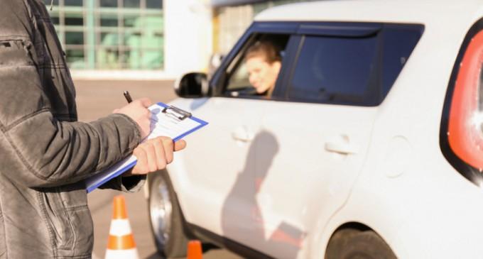 «Παγώνουν» οι εξετάσεις οδήγησης κατά τη διάρκεια του lockdown -Ποιες κατηγορίες εξαιρούνται