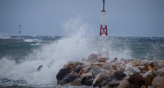«Πέφτει» η θερμοκρασία – Θυελλώδεις βοριάδες στο Αιγαίο