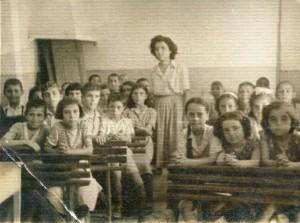 δασκάλα σε τάξη 1940