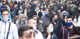 Κοσμοσυρροή ξανά στην Ερμού – Ουρές με μάσκες και αποστάσεις.. όπου αυτό είναι δυνατό