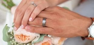 Ζευγάρι με κορωνοϊό παντρεύτηκε σε θάλαμο νοσοκομείου, πριν ο γαμπρός διασωληνωθεί
