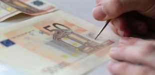 ΜΑΦΙΑ με πλαστά χαρτονομίσματα – Θα ξεκινούσαν από την αγορά της ΣΑΛΑΜΙΝΑΣ και θα συνέχιζαν στην ευρύτερη περιοχή αν έπιανε το κόλπο τους – Η οργανωμένη «απόβαση» στο νησί – Πώς έγιναν «τσακωτοί» από την Αστυνομία