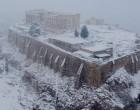 Χιόνια στην Αττική: Δύσκολες οι μετακινήσεις – Πού υπάρχουν προβλήματα