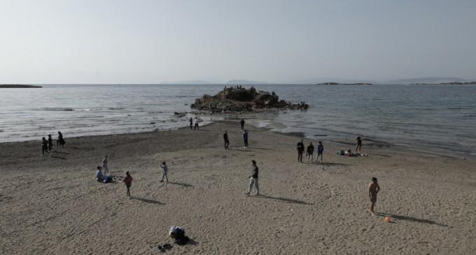 Καβούρι: Υποχώρησε η θάλασσα λόγω άμπωτης