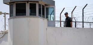 Πέταξαν κινητά τηλέφωνα και κάρτες sim μέσα στις φυλακές Κορυδαλλού