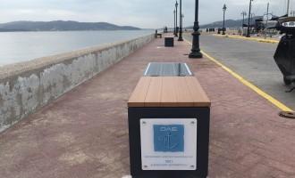 «Έξυπνα» ηλιακά παγκάκια εγκατέστησε ο Ο.Λ.Ε. στην Ελευσίνα