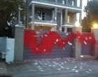 Ρουβίκωνας: Επίθεση στο σπίτι του Νίκου Ευαγγελάτου και της Τατιάνας Στεφανίδου