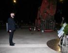 Το «Πυρρίχιο Πέταγμα» στην πλατεία Αλεξάνδρας φωταγωγήθηκε συμβολικά