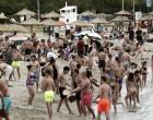 «Μύρισε» καλοκαίρι και γέμισαν οι παραλίες της Αττικής