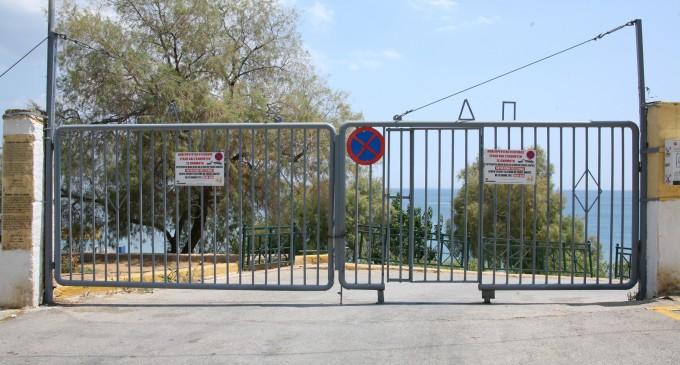 Ο Δήμος Πειραιά τοποθέτησε πόρτες εισόδου στις παραλίες Βοτσαλάκια και Φρεαττύδα -Για την προστασία της δημόσιας περιουσίας από φθορές