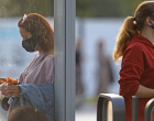 Bloomberg: Τι να περιμένουμε τους επόμενους έξι μήνες της πανδημίας
