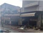 Πειραιάς: Στις φλόγες τυλίχτηκε το κατάστημα χαρτικών Μπρόλιας