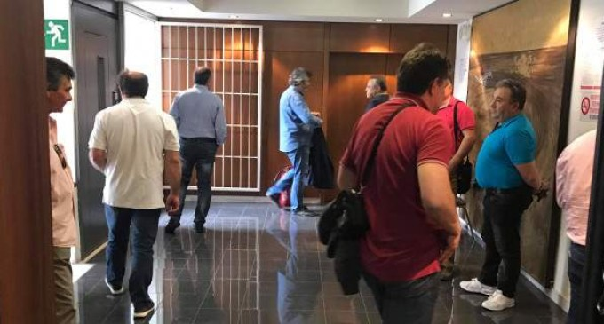 Κατάληψη στα κεντρικά της ΔΕΗ -Οι συνδικαλιστές αντιδρούν στην πώληση των ορυχείων