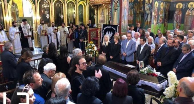 Η κηδεία του Χάρρυ Κλυνν – Συγκίνηση για τον Βασίλη Τριανταφυλλίδη – Σπαραγμός από τους δικούς του ανθρώπους