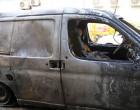 Μπαράζ επιθέσεων σε εννέα αυτοκίνητα εταιρείας ταχυμεταφορών