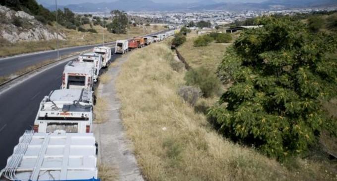 ΧΥΤΑ Φυλής: Ουρές χιλιομέτρων από απορριμματοφόρα (φωτο)
