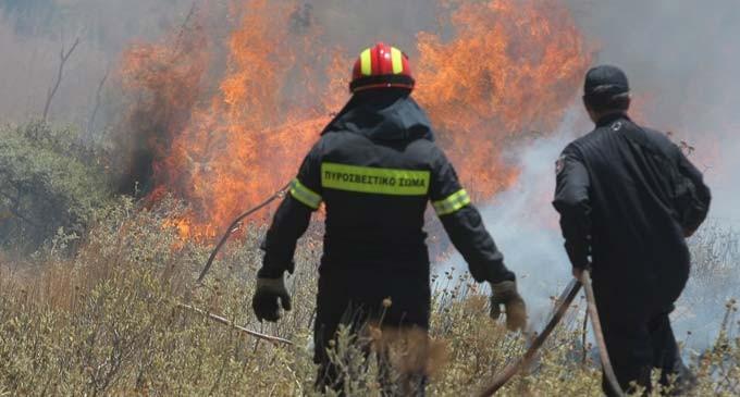 Μεγάλη φωτιά στα Χανιά – Απειλείται χωριό