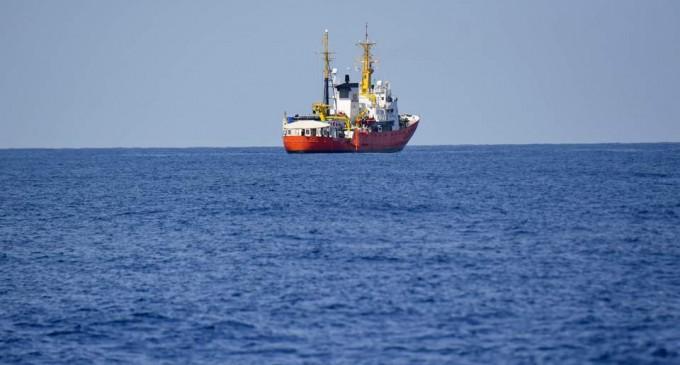 Πλοίο με 141 μετανάστες περιφέρεται στα ανοικτά -Ποιες χώρες δεν το δέχονται