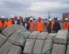 Στην Αίγινα η Ρένα Δούρου: «Πράττουμε τα αυτονόητα» – Τι γίνεται με την κατασκευή του υποθαλάσσιου αγωγού