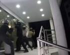 Επίθεση Ρουβίκωνα στο Factory Outlet στην Πειραιώς – Οκτώ προσαγωγές