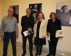 Ο Γιάννης Μώραλης εγκαινίασε τη συλλογή του Μάνου Κατράκη στη Δημοτική Πινακοθήκη Πειραιά