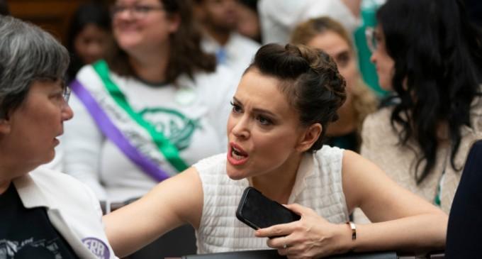 Γνωστή ηθοποιός καλεί τις γυναίκες σε σεξουαλική απεργία