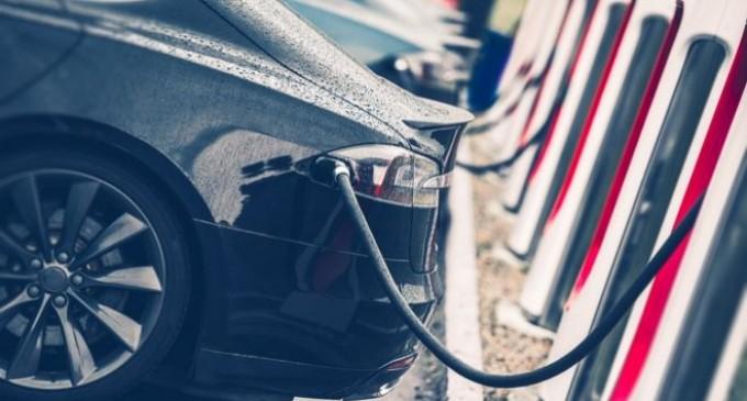 Για πρώτη φορά θεσμοθετούνται προδιαγραφές για σημεία φόρτισης  ηλεκτρικών οχημάτων