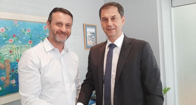 Συνάντηση με τον Υπουργό Τουρισμού Χάρη Θεοχάρη του Δημάρχου Σαλαμίνας Γιώργου Παναγόπουλου