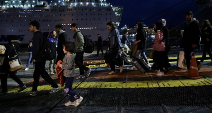 Στον Πειραιά 500 μετανάστες από τη Σύμη, μεταφέρθηκαν με πλοίο του Πολεμικού Ναυτικού