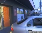 Εισβολή με αυτοκίνητο σε κατάστημα – Το άφησαν με αναμμένη τη μηχανή