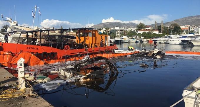 Φωτιά στη μαρίνα Γλυφάδας: Πέντε καλλονές βρίσκονταν μέσα στα σκάφη που καταστράφηκαν
