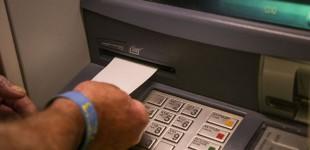 Πώς πρέπει να στέλνουν οι τράπεζες κάρτες και PIN στους πελάτες τους