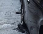 Νέος εμπρησμός αυτοκινήτων – Έκαψαν δύο ΙΧ στην Καλλιθέα
