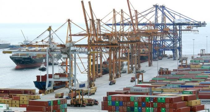 Η υποχρεωτική εγγραφή στην ιδιωτική ψηφιακή πλατφόρμα της COSCO σήκωσε «τρικυμία» στο λιμάνι του Πειραιά