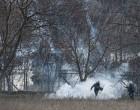 Χημικά στον Έβρο: Τούρκοι πετούν δακρυγόνα στην Ελληνική πλευρά (φωτο)
