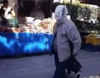 Μοναδική ελληνική πατέντα ενάντια στον κορωνοϊό – Πήγε στην λαϊκή με πάνα– βρακάκι στο κεφάλι! (Βίντεο)