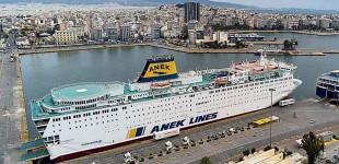 Συνεχίζεται το «θρίλερ» με το εγκλωβισμένο πλοίο στον Πειραιά