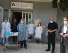 Ο Γιάννης Μώραλης παρέδωσε ασπίδες προστασίας προσώπου στο κέντρο υγείας Καμινίων