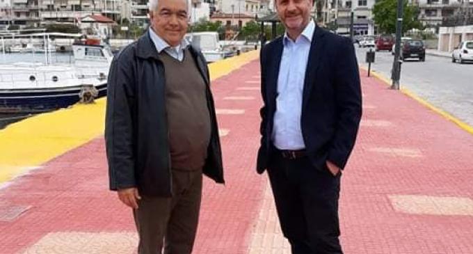 Σαλαμίνα: Ο Δήμος προχώρησε σε πλακόστρωση του παραλιακού πεζοδρομίου (φωτο)