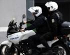 Αστυνομικός της ΔΙΑΣ χωρίς δίπλωμα με ανασφάλιστη μηχανή και με ξεβαμμένες πινακίδες