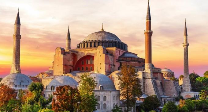Χουριέτ: Ο Ερντογάν ζητά να χαρακτηριστεί επίσημα τζαμί η Αγία Σοφία