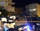 Μαφιόζικη επίθεση στη Βούλα: Γνωστός στις Αρχές ο 50χρονος Έλληνας που δέχθηκε πυροβολισμούς – Η Αστυνομία συνέλεξε 14 κάλυκες από το σημείο