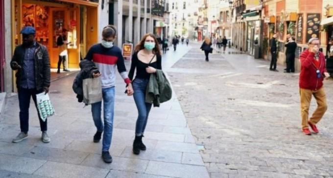 Η Μαδρίτη πιέζει για τον εναρμονισμό των ταξιδιωτικών μέτρων κατά της Covid-19 στο πλαίσιο της ΕΕ