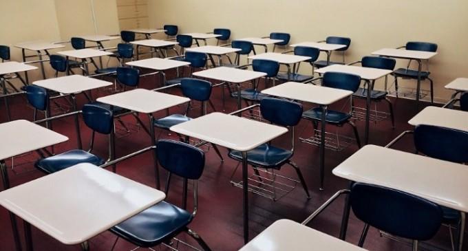 Μεγάλο ενδιαφέρον και πλήθος αιτήσεων για τις σχολές ξεναγών του υπουργείου Τουρισμού